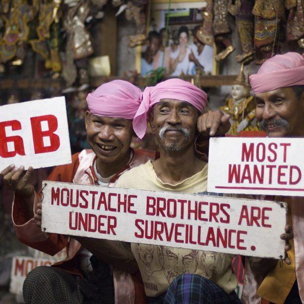 Humor tegen politiek: The Moustache Brothers