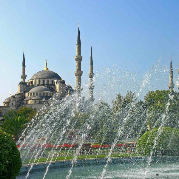 Istanbul: bij de toeristenmassa linksaf