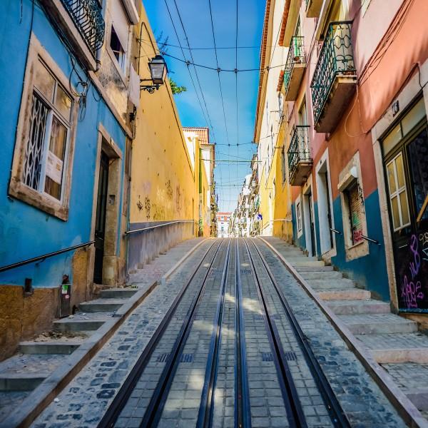 Uit de schaduw van de toeristen tijdens je stedentrip Lissabon