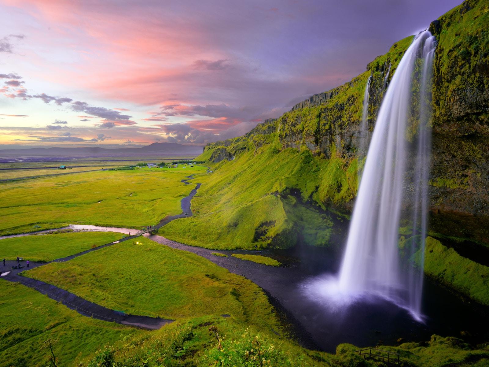 low budget IJsland
