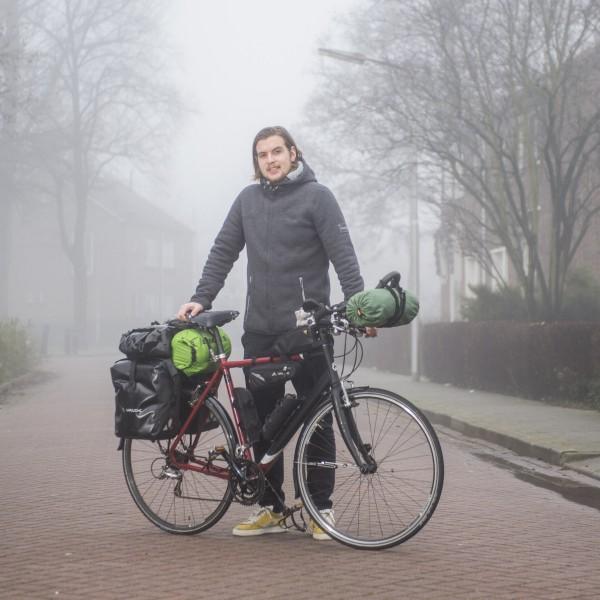 12000km, 22 landen: Henk van Dillen fietst naar Singapore