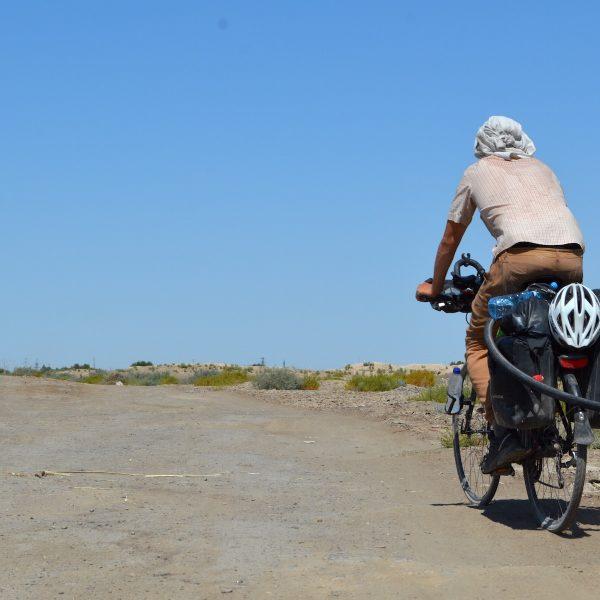 Henk van Dillen fietst naar Singapore: hoe vergaat het hem?