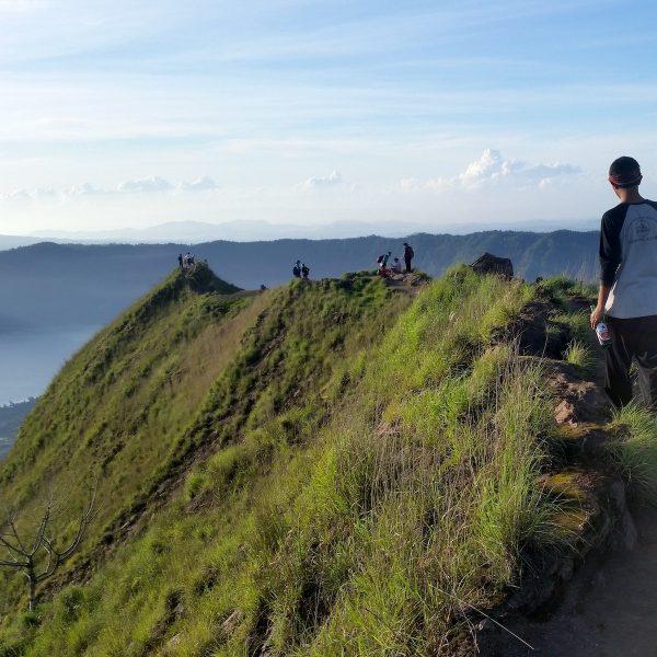 Klimmen naar de top van Bali op de Gunung Batur vulkaan