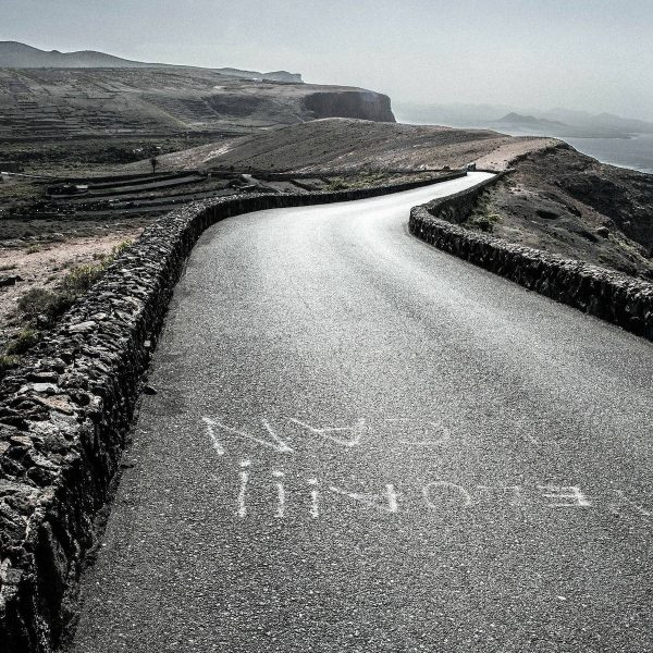 Roadtrippen door een vulkaanlandschap tijdens je vakantie op Lanzarote