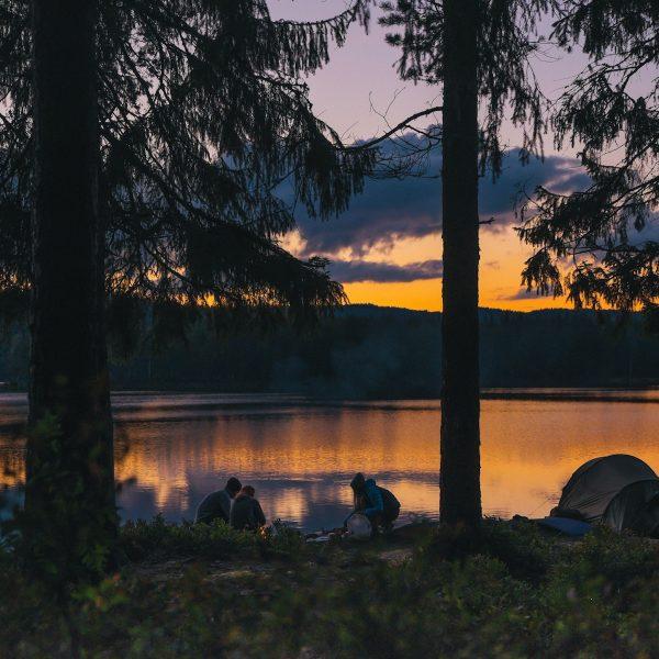 Haal het meeste uit je kampeertrip met deze 5 handige kampeerapps
