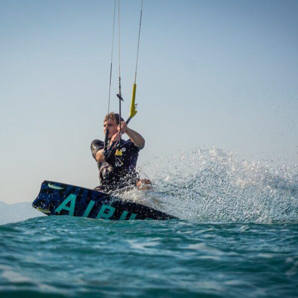 Kitesurfen in Nederland: dit is waar je moet zijn en wat je moet weten